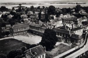 Vue aérienne du préventorium d'Ecouis, 1945